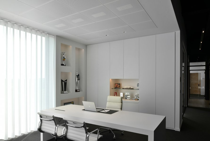 kreon ato in-line incorporated in a kreon ceiling solution and used as office lighting.